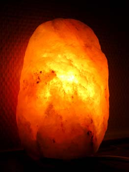 Salzlampe - Beleuchtung mit Salzkristall